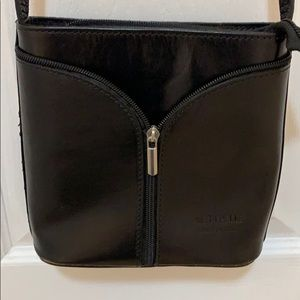 Vera Pelle black leather crossbody purse